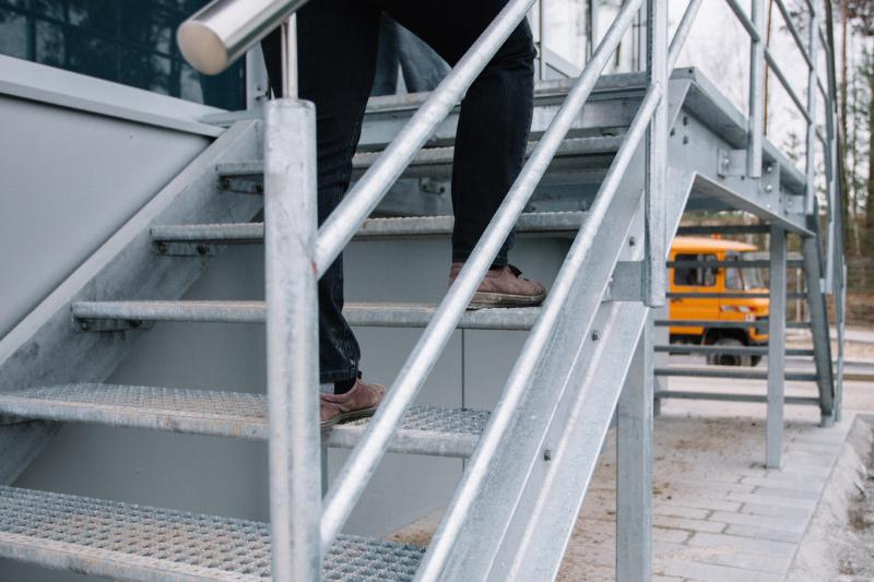 Treppe zum Anmeldebüro der Deponie Laubberg